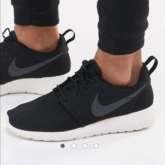 nike roshe run trainers black